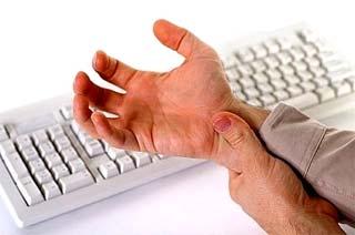 mano con dolori al polo causati da tendinite