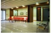 Poliambulatorio API sala d'attesa sedute poltrone