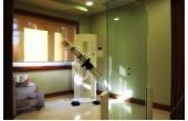 Poliambulatorio con strumentazione per diagnosi donna